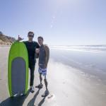 surfer-prosthetic-leg-shaka